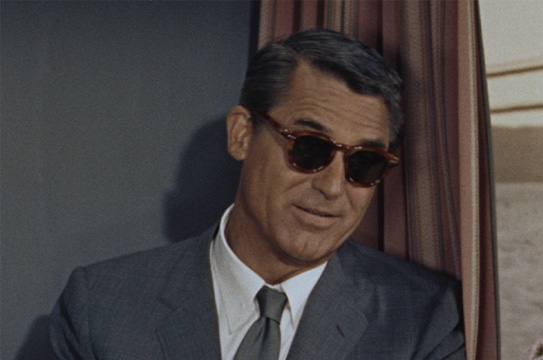 Cary Grant portant de lunettes oliver peoples