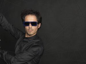 Lunette Henau photo homme lunettes noires sur fond noir