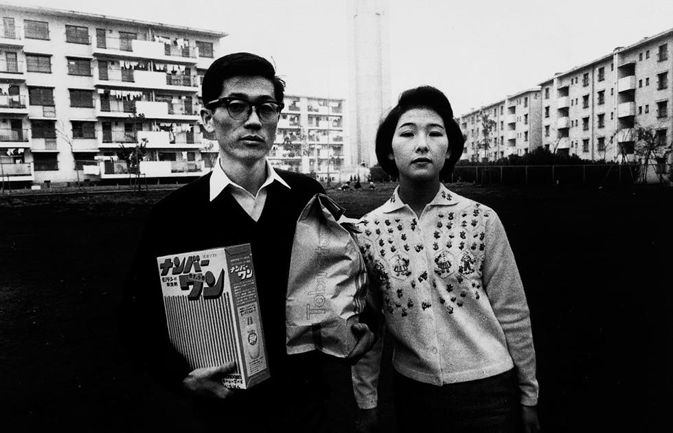 Photo de Daido Moriyama. Lunettes de ville