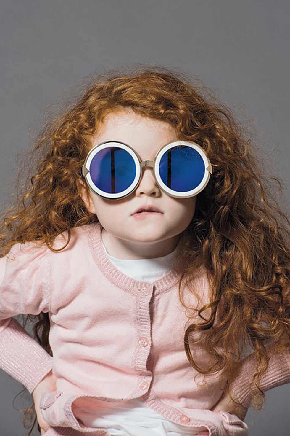 Nos opticiens Enfant avec lunettes de soleil