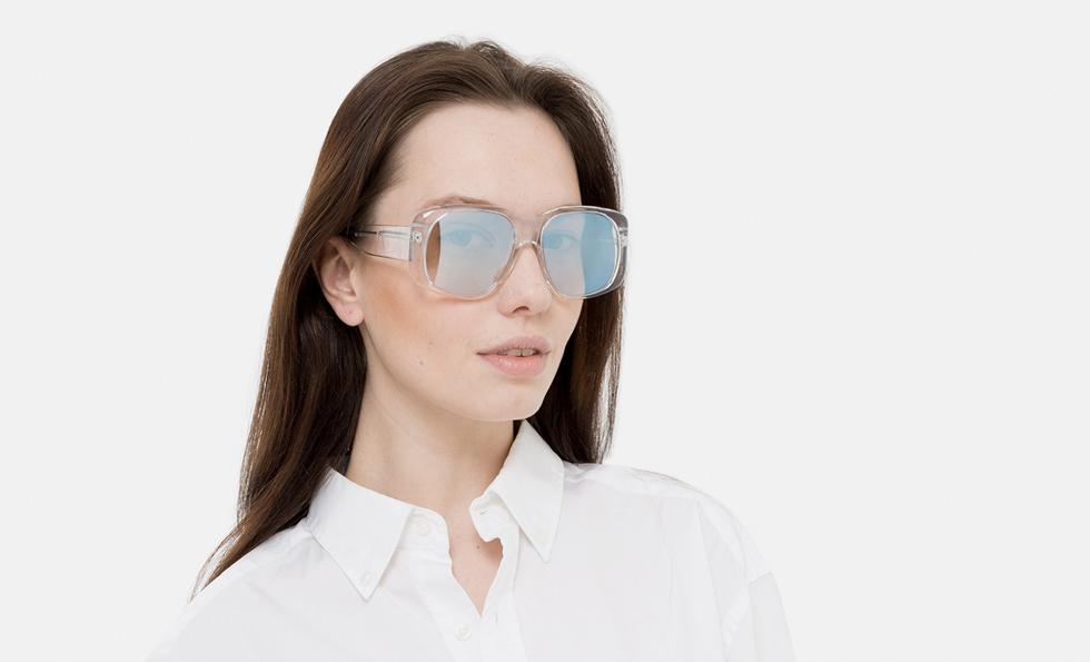 Photo de femme avec de magnifiques lunettes